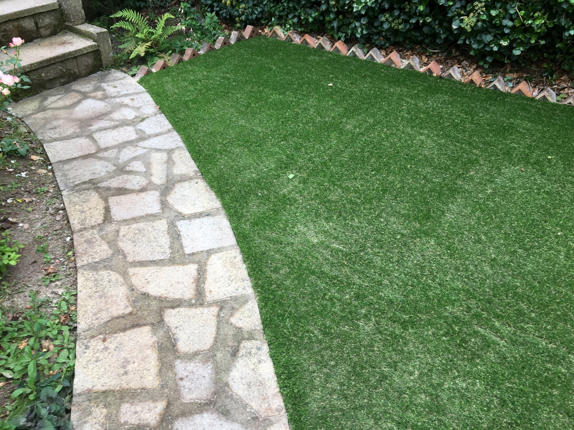 AGI Artificial Grass for home gardens